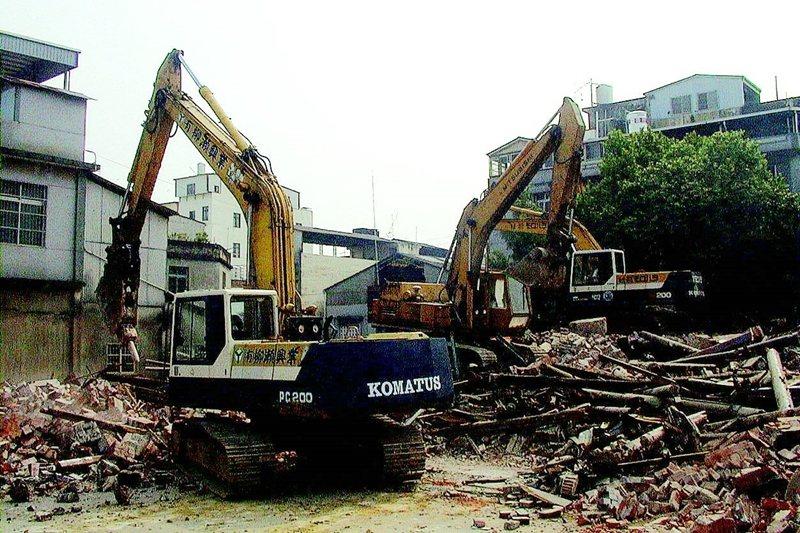 苗栗縣公館鄉五穀宮2000年遭拆除,成為一堆廢土。 圖/聯合報系資料照