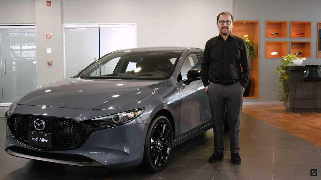 墨西哥Mazda執行長Miguel Barbeyto親自主持介紹影片。 摘自Ma...