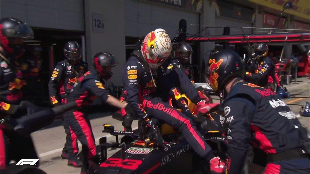 RedBull車手Verstappen因動力問題退賽。 摘自F1
