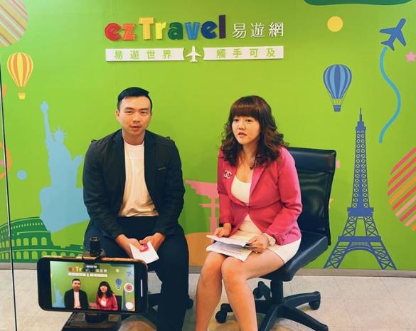 易遊網行銷長陳志豪(左)與禾多移動品牌顧問王蜜穜合影。