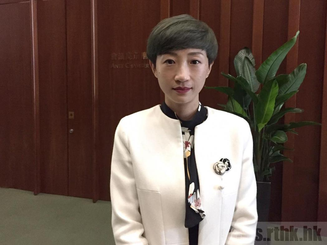 香港民主派議員陳淑莊認為,港版國安法令市民陷白色恐怖。(取自官方香港電台)