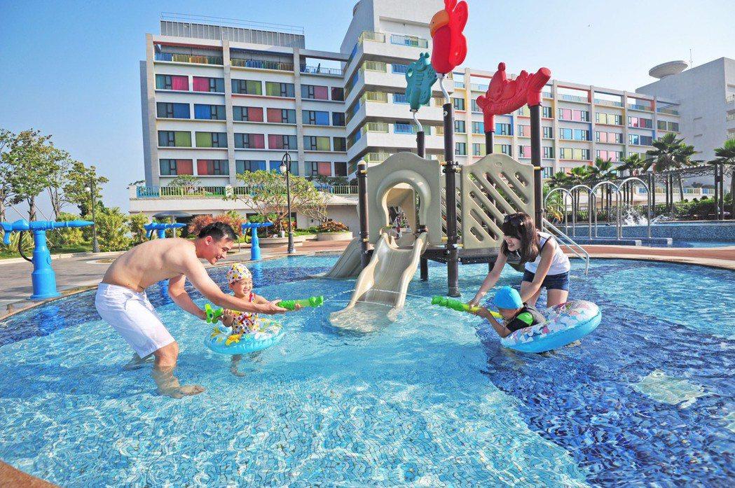 麗寶福容飯店推出優惠方案,住宿送雙樂園雙日門票。圖/麗寶福容飯店提供