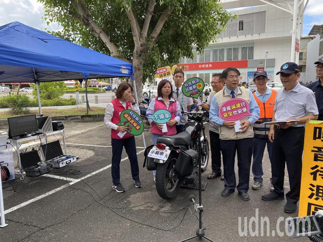 台南市上午在東區展示自動噪音偵查系統。記者修瑞瑩/攝影