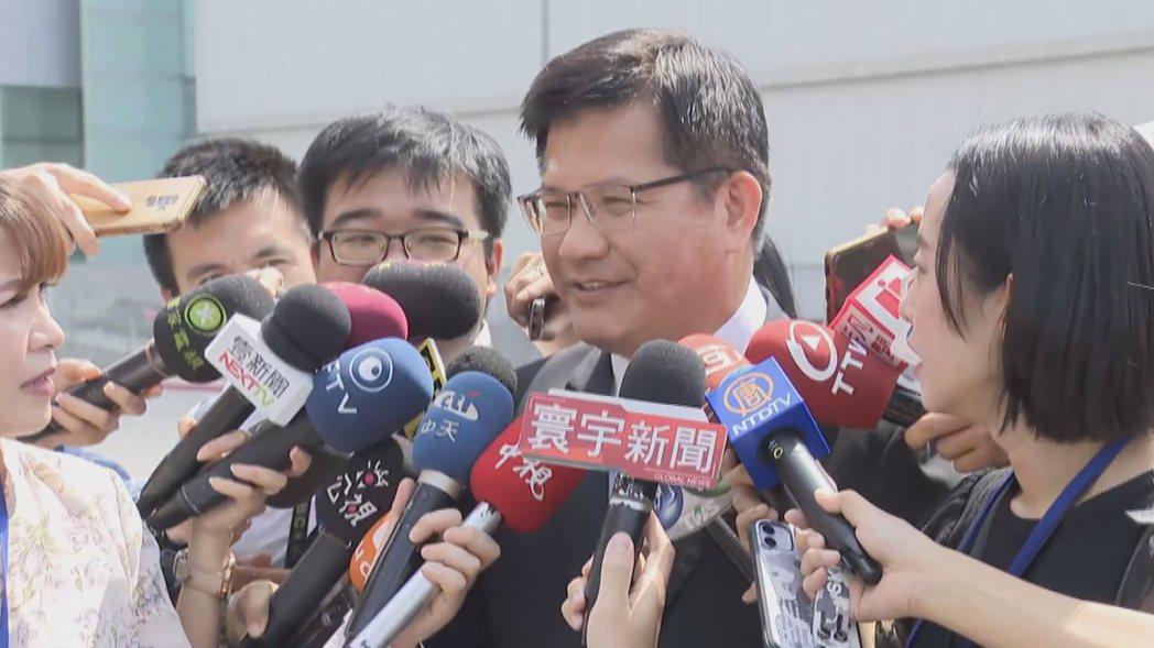 交通部長林佳龍接受媒體聯訪。記者陳聖文/攝影