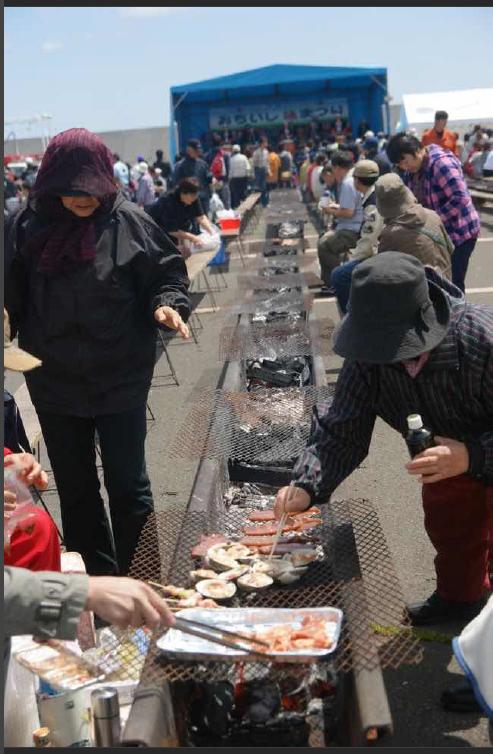 石門草里漁港的「草里釣魚吧」讓民眾釣完魚能現烤現吃。圖/新北市漁業處提供