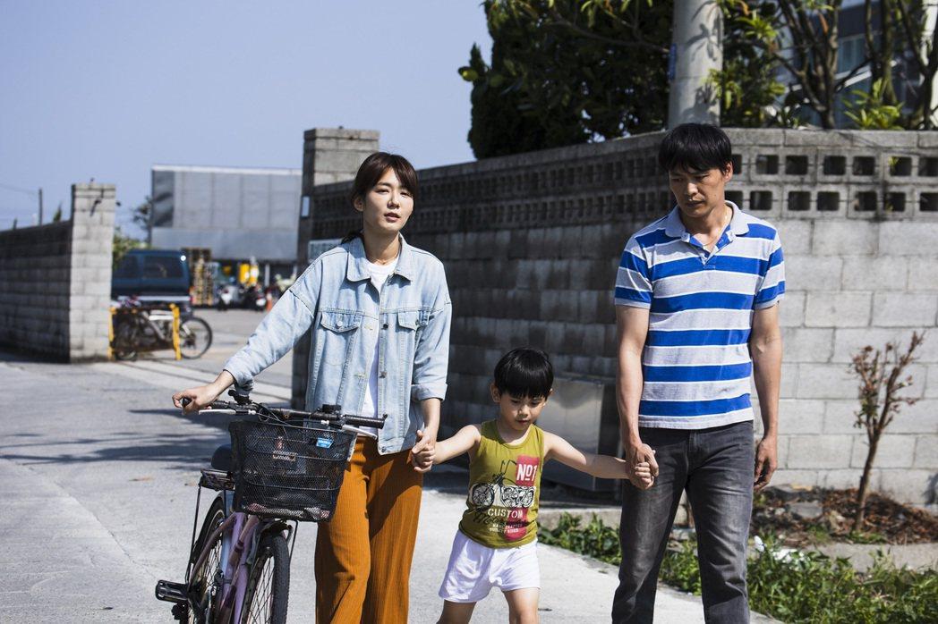 李又汝(左)、黃鐙輝合作「無主之子」。圖/民視提供