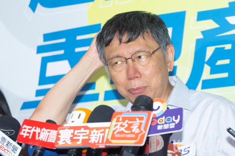 柯文哲出席「臺北疫情後經濟轉型論壇」會後接受媒體聯訪。記者季相儒/攝影