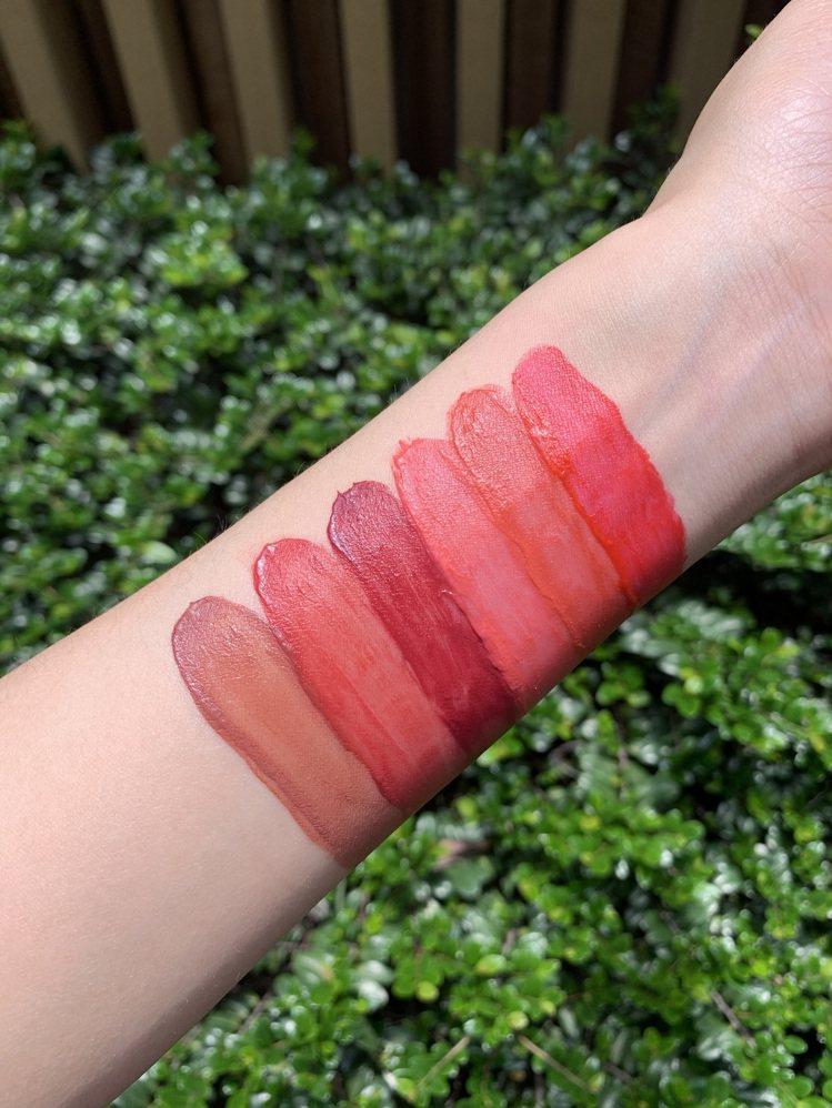 共6色選的莓果美唇慕斯,各850元。圖/克蘭詩提供