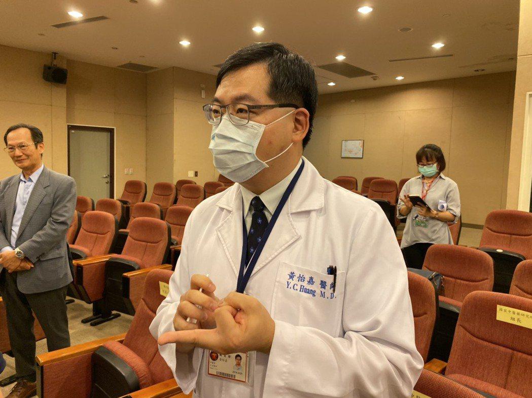 三總中醫部主任黃怡嘉表示,經徵詢同意後,院內收治的11名新冠肺炎患者4、5月陸續...