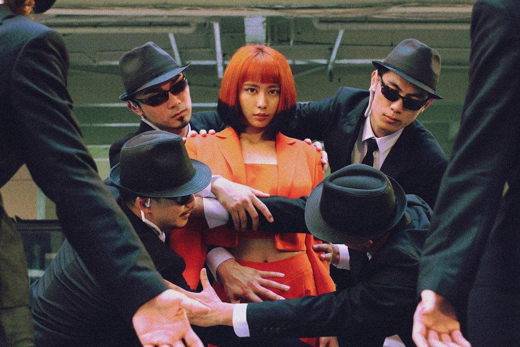 李芷婷(中)一展現代舞才華。圖/唯有音樂提供