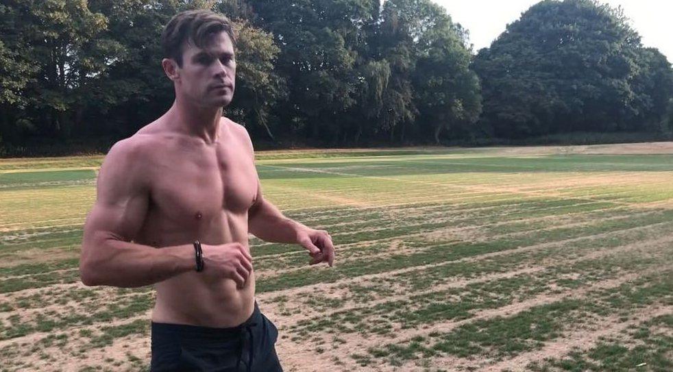 克里斯漢斯沃喜歡在自己的IG上分享健身過程。圖/摘自IG