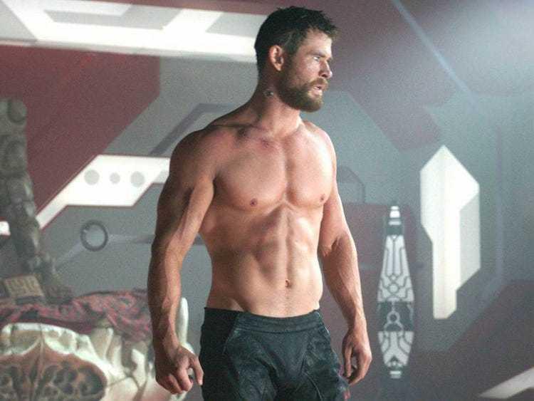 克里斯漢斯沃熱愛健身,常在「雷神索爾」系列展現好身材。圖/迪士尼提供