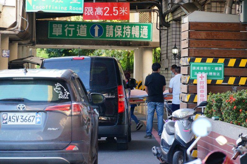 楊昌霖的遺體今天運回台南老家。記者林伯驊/攝影