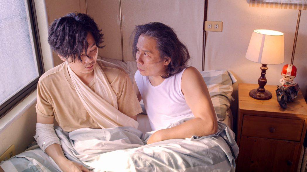 許傑輝(右)與張書偉將會有意外床戲發展。圖/公視提供