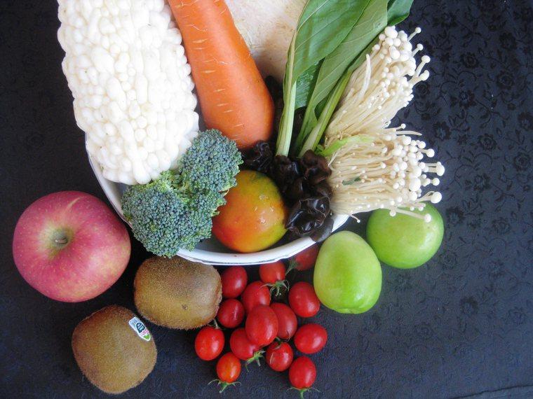 對糖尿病患來說,忌口雖然重要,但只要注意均衡飲食,多元、多樣化即可。圖/吳芳枝提...