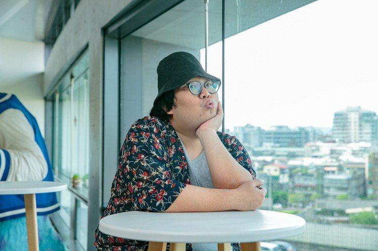 Alizabeth娘娘在網路上異軍突起,靠流利的中文和快速辛辣的表達方式深受台灣網友喜愛。但她透露並未因有了工作就放棄深造夢想,還想繼續攻讀博士,目標瞄準「女性向A片」的觀眾群。娘娘的碩士論文是探討...