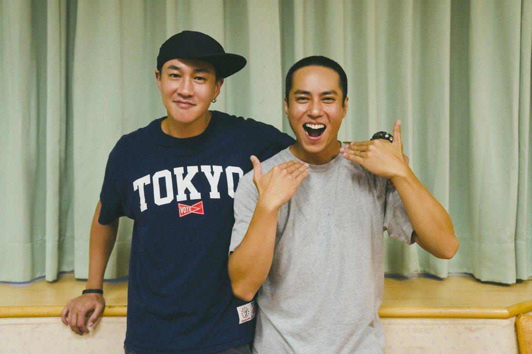 莊凱勛(右)劇中造型多變,為戲剪了寸頭。圖/頤東娛樂提供