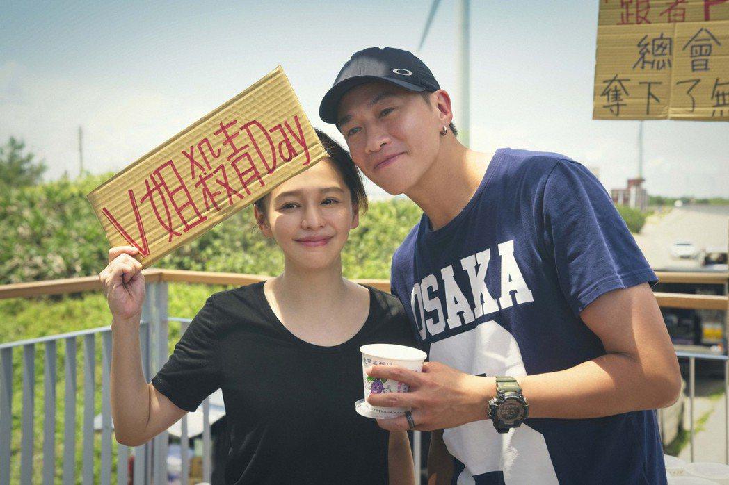徐若瑄(左)自虧是菜鳥製作人,感謝何潤東讓她參與製作。圖/頤東娛樂提供