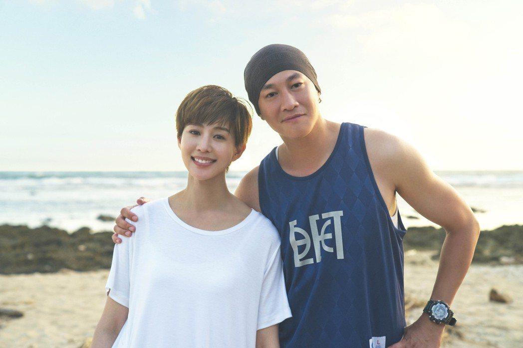 張鈞甯(左)演出多年好友何潤東執導作品,剪了一頭俐落短髮。圖/頤東娛樂提供