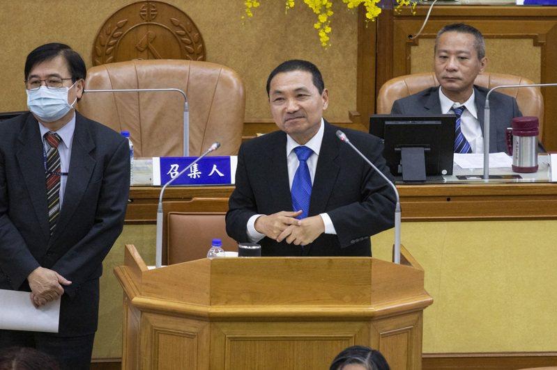 新北市長侯友宜(中)昨天說,若是中央財劃法對六都都一致,新北建設、社會福利,加倍都沒問題。記者王敏旭/攝影