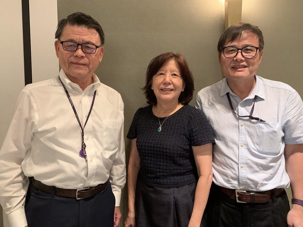 藥華醫藥的經營鐵三角,包括執行長林國鐘(左起)、董事長詹青柳、總經理黃正谷。記者...