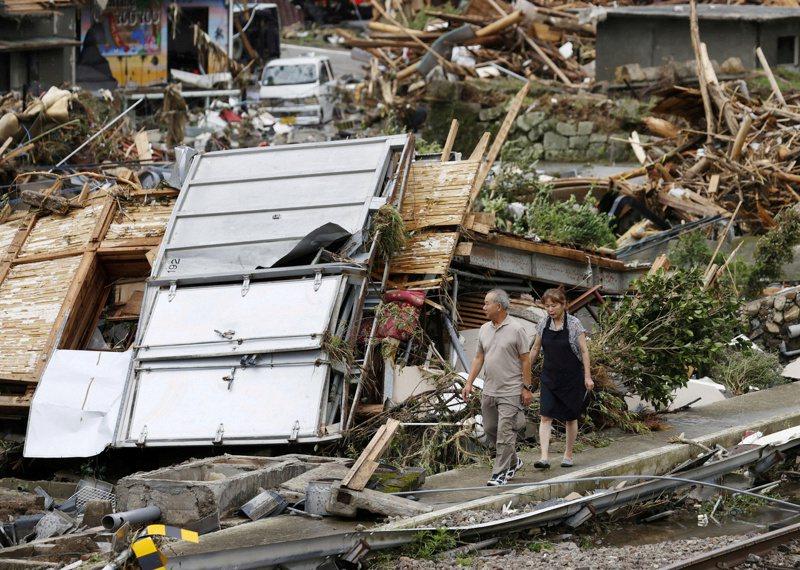 日本熊本縣球磨村因暴雨水患災情慘重,許多地方六日仍是一片殘破。(路透)