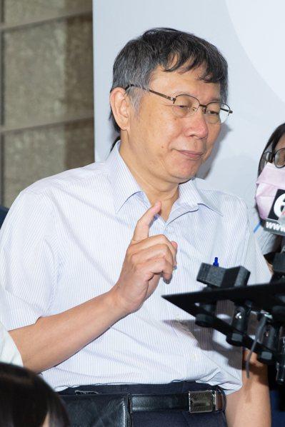 台北市交通局研擬進一步納入共享機車,市長柯文哲昨表示「這是一個大問題」,到底上限應該多少?不然共享機車每天不要錢還得了。 記者季相儒/攝影