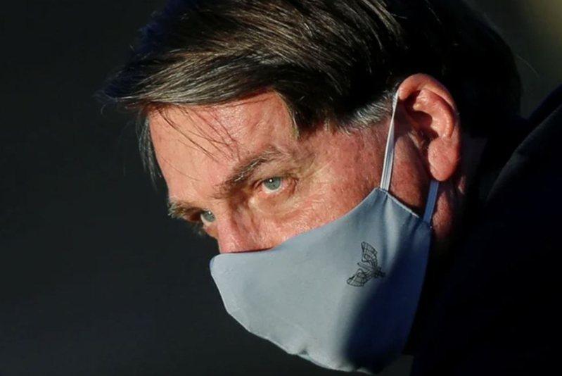 巴西總統波索納洛,傳出新冠病毒採檢結果為陽性確診。 路透