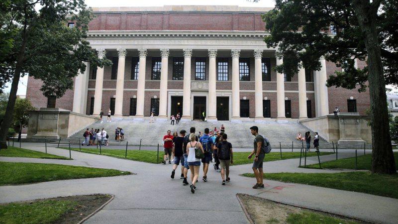 常春藤名校哈佛大學6日宣布今秋新學期將只有大學部總學生人數四成到校,主要透過網路教學。(美聯社)