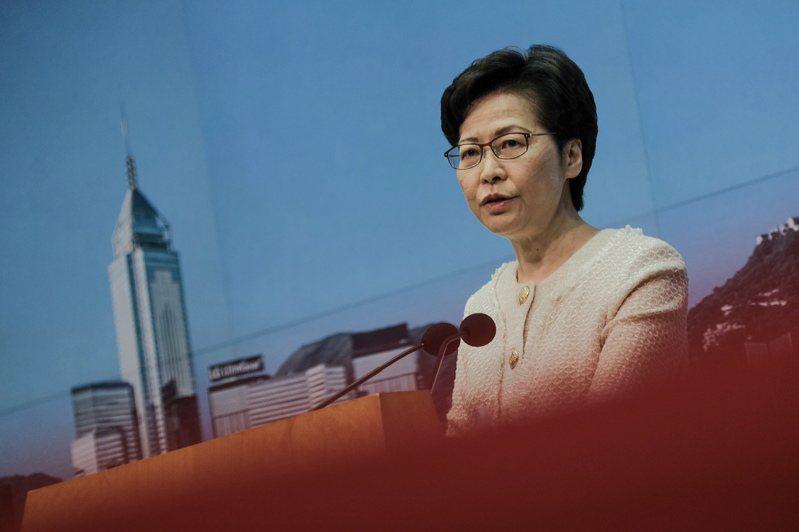 香港特首林鄭月娥今天在記者會上被問到,在「港區國安法」下,是否能確保新聞自由。林鄭月娥對此回應,若記者能保證100%不觸犯國安法,那她也能做出相關保證。中通社