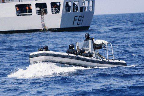 圖為奈及利亞海軍特種部隊在幾內亞灣的巡防演習。 圖/美聯社