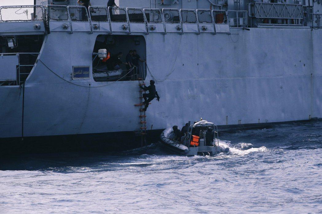 奈及利亞海軍與美國在幾內亞灣的海防演習。 圖/美聯社