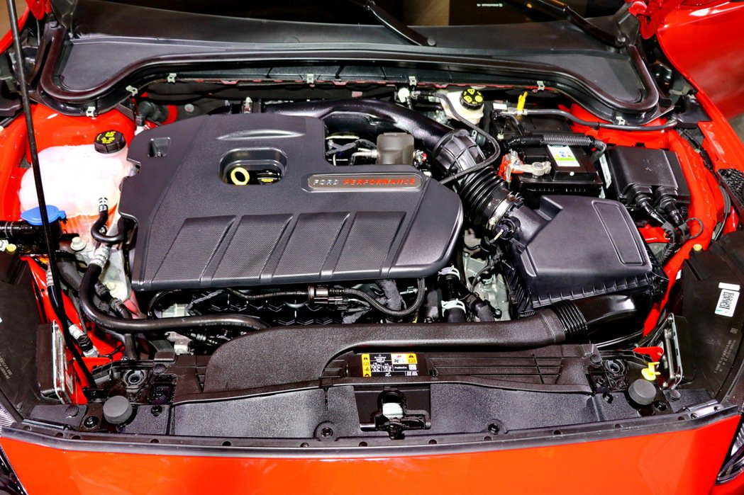 Focus ST Wagon搭載雙渦流渦輪增壓2.3L EcoBoost®280...