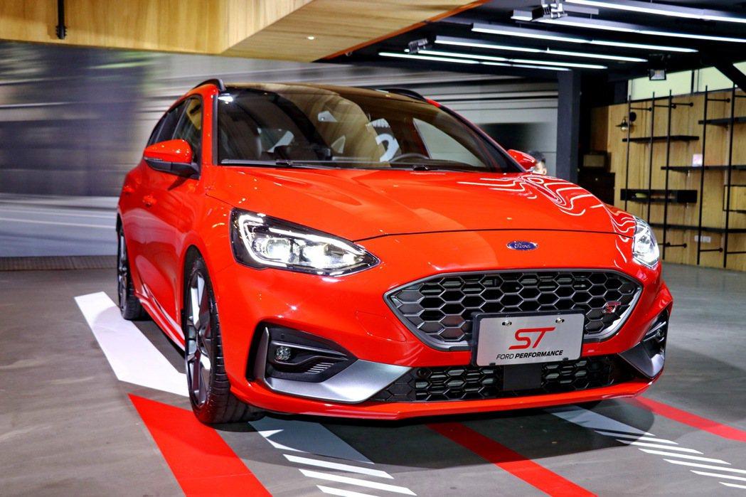 德國原裝進口性能旅行車Focus ST Wagon預接單價142.8萬。 記者陳...