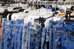 在登機門前撐破牛仔褲…越南台幹帶上10條新褲卻全數被搶