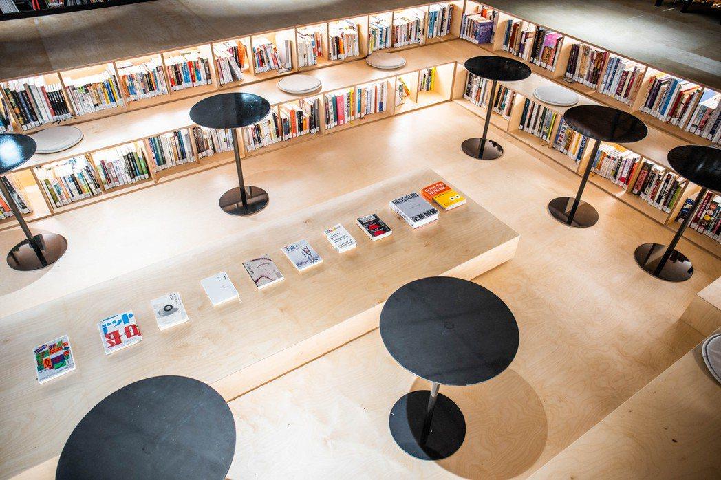 不只是圖書館以「泡書」為號召邀請觀者沉浸閱讀、發散思考,容納各種多元的可能,新空...