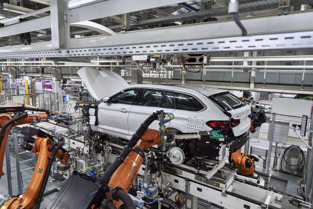 小改款BMW 5 Series Touring生產中。 摘自BMW