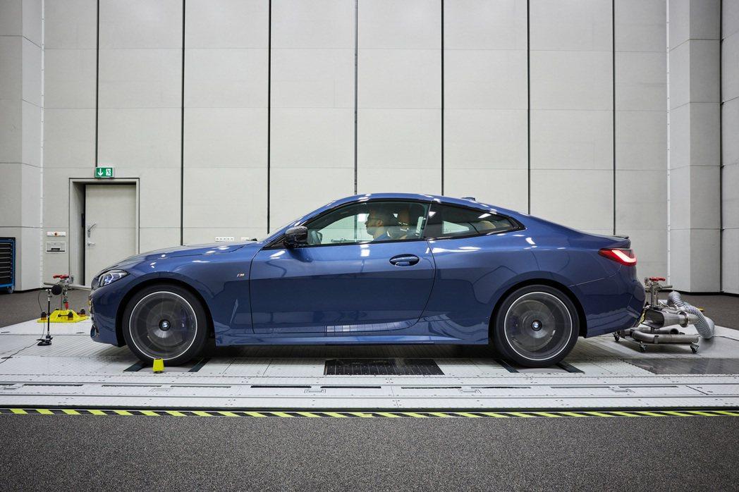 第二代BMW 4 Series Coupe除了有著無敵巨腎外,還首次導入了M44...