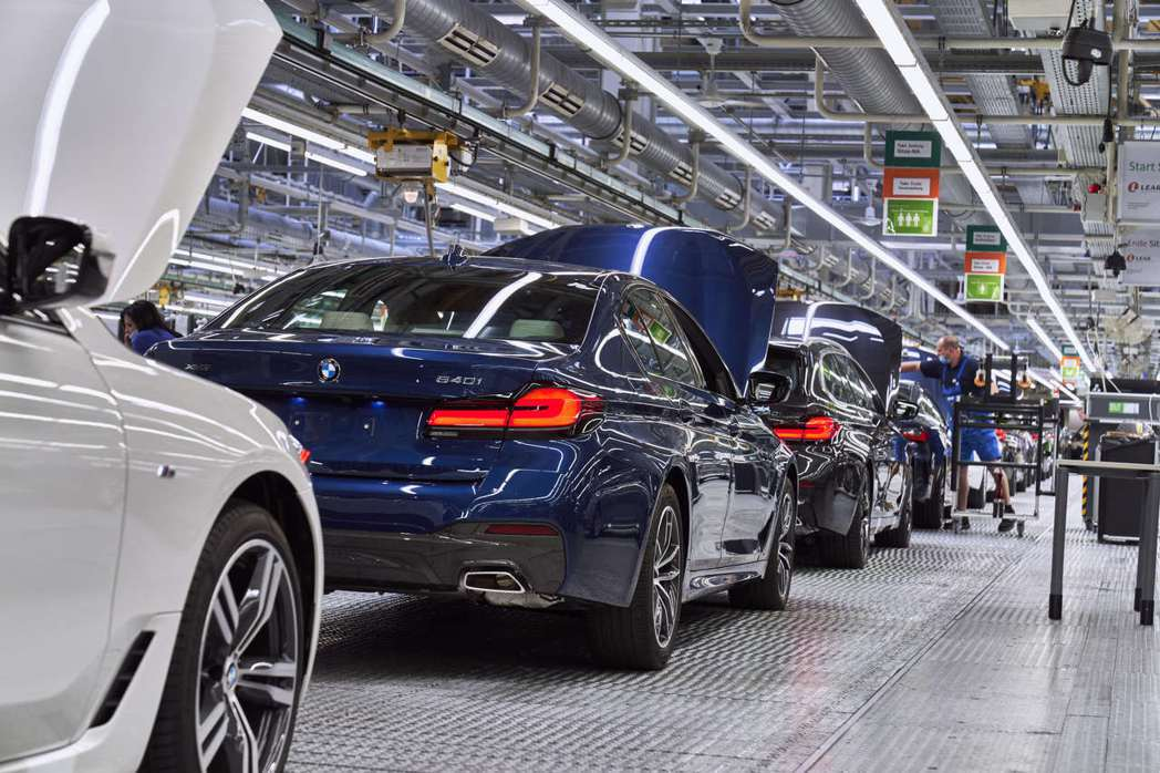 小改款BMW 5 Series Sedan同樣也於德國Dingolfing工廠組...