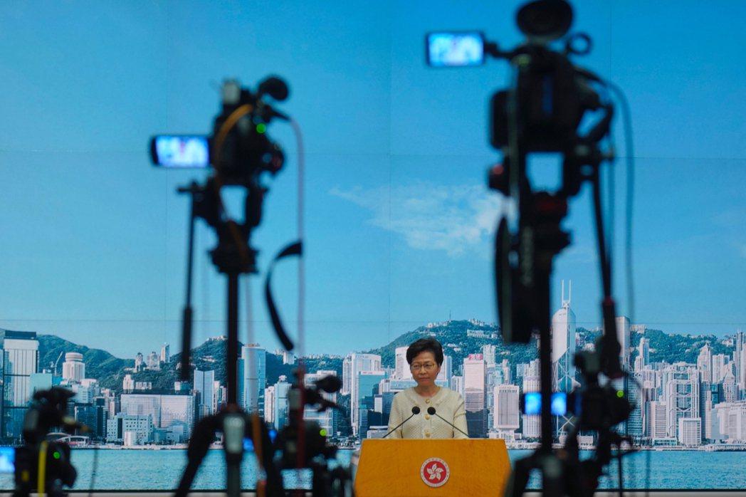 港府6日晚間公布國安法〈實施細則〉,確定警方有權要求網路平台「就警方認為的合理懷...