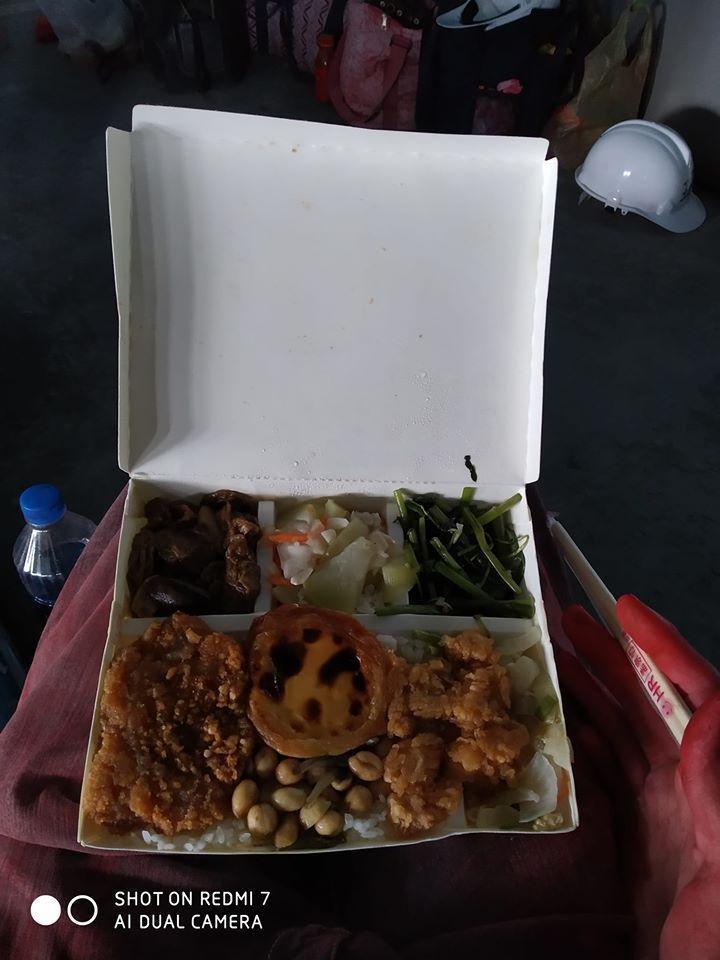 便當裡頭竟然有蛋塔,超狂菜色讓不少網友羨慕。圖擷自facebook