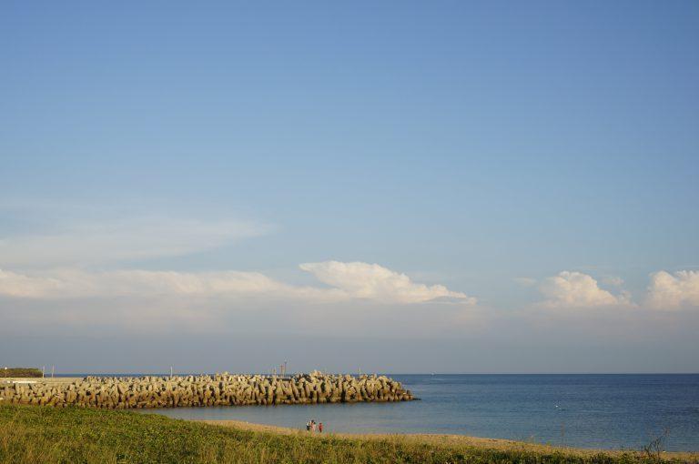 ▲夏日夜間活動體驗-山水沙灘夜光沙。(圖/Tripbaa趣吧!達人帶路)