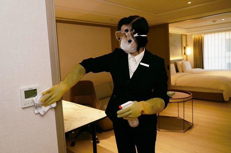 在旅客檢疫結束後,瀚寓酒店會對房間進行澈底消毒,並在間隔3 天後,才會接待下一組客人。( 圖/台北市觀光傳播局)
