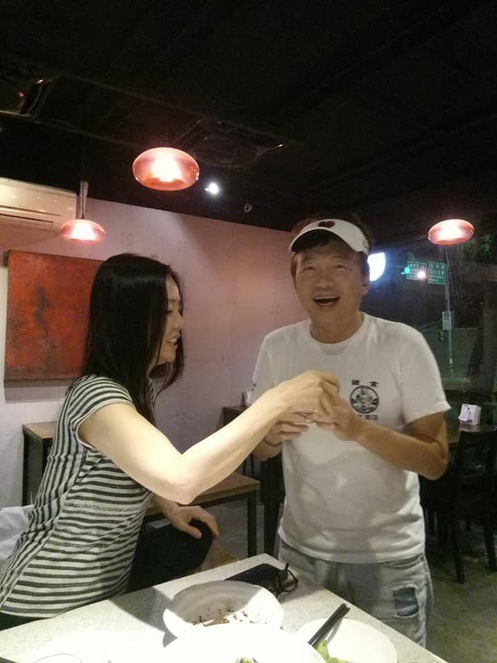 孫鵬(右)、狄鶯慶結婚紀念日。圖/摘自臉書
