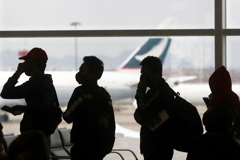 中國不排除阻止香港公民移居英國,並痛批英國政府嚴重干涉中國事務。圖為香港機場。美聯社