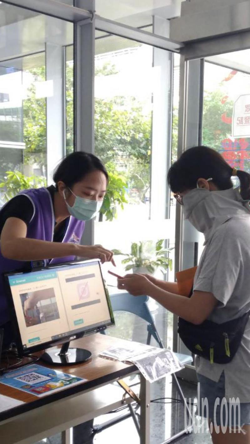 台中市安心上工已協助748人安心工作。記者陳秋雲/攝影