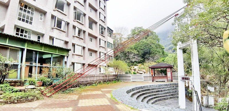 來到台東縣海端鄉內的天龍飯店,知名的天龍吊橋就在飯店外。記者羅紹平/攝影