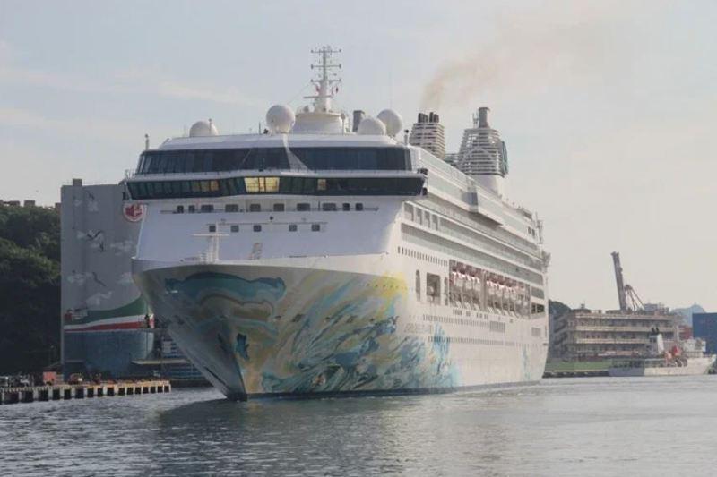 最近有其他旅行社也在賣探索夢號郵輪跳島,比雄獅包船的8月2日更早,是7月26日,還標榜是郵輪離島首航。 圖/聯合報系資料照片