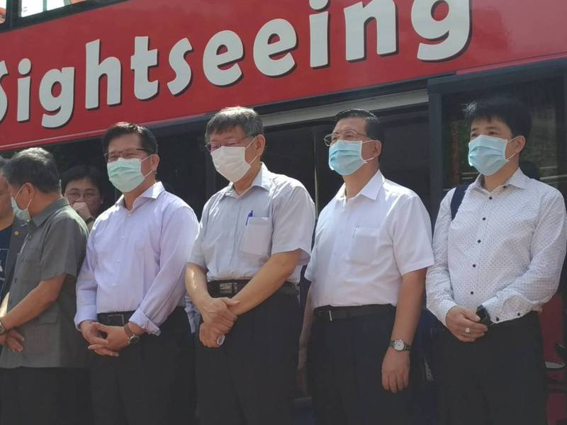 台北市長柯文哲證實,他昨天有跟郭台銘見面,兩人聊到智慧城市,但沒有聊到高雄市長補選。記者林麗玉/攝影