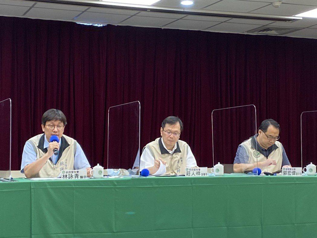 疾管署防疫醫師林詠青(左)表示,1歲以下嬰兒因免疫系統尚未健全,且腸道菌叢亦未發...